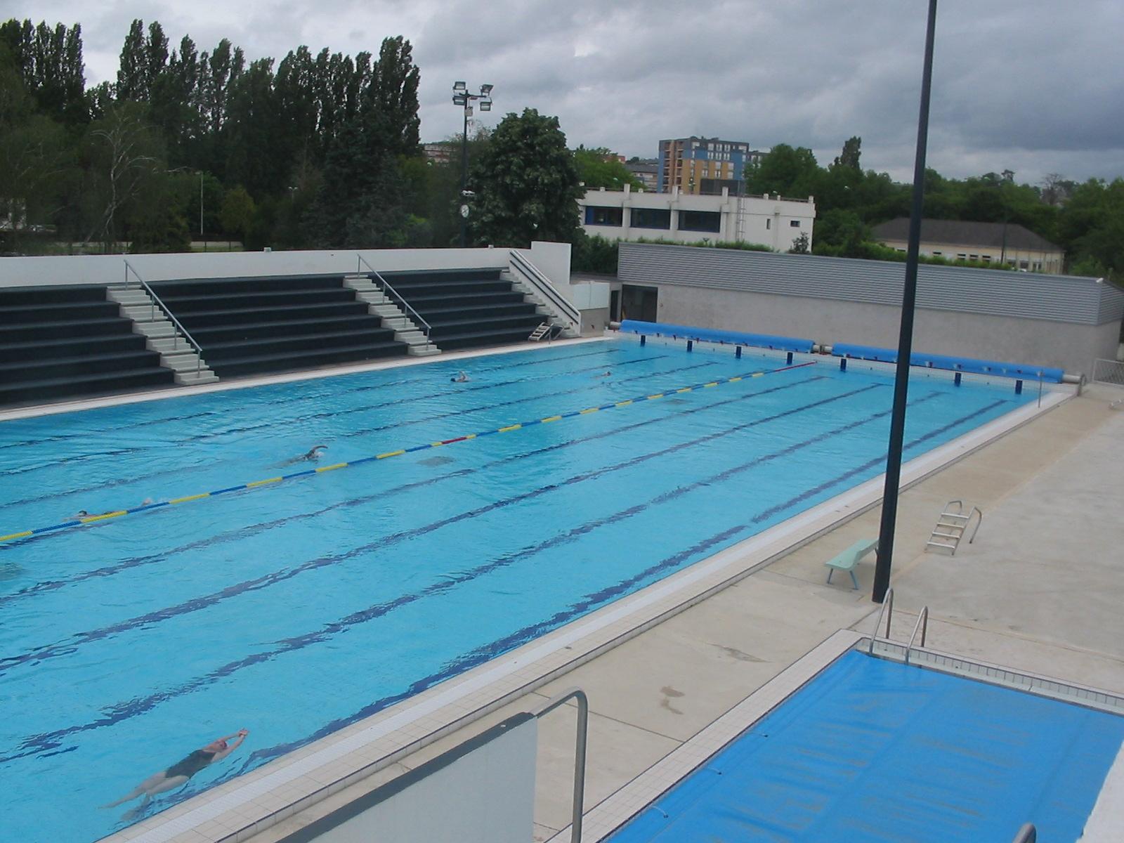 Bassin exterieur 50m for Club piscine laval autoroute 15